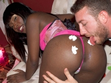 She craves u to eat her cake, cake, cake, cake!